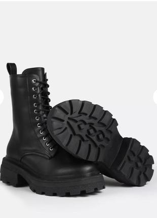 Ботинки массивные на шнуровке missguided