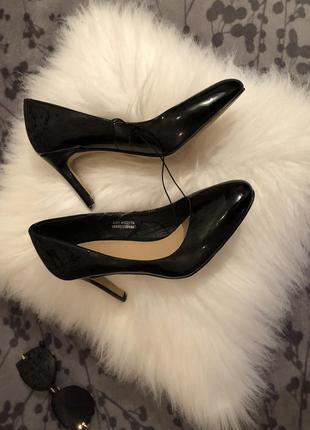 Крутые лаковые туфли лодочки на среднем каблучке - шпильке, р. 37-23,5см...👠💋🌹4 фото