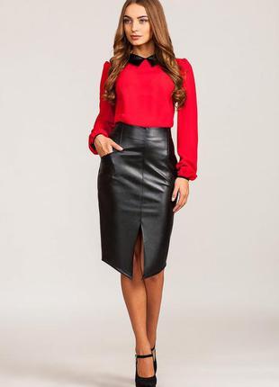 Костюм, кожаная юбка, красная блузка1 фото