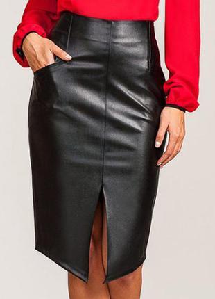 Костюм, кожаная юбка, красная блузка2 фото