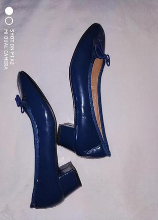 Туфли лаковые женские.3 фото