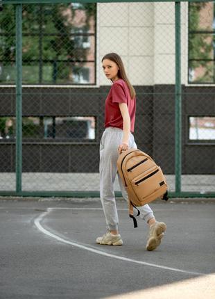 Женский вместительный бежевый рюкзак для вучебы и и активного образа жизни7 фото