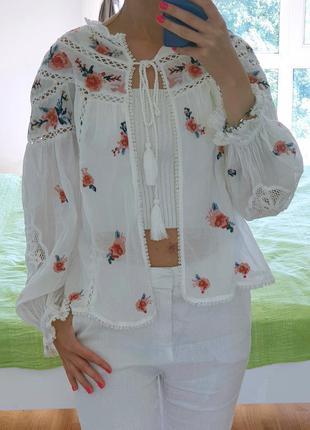 Блузка-накидка з елементами вишиванки
