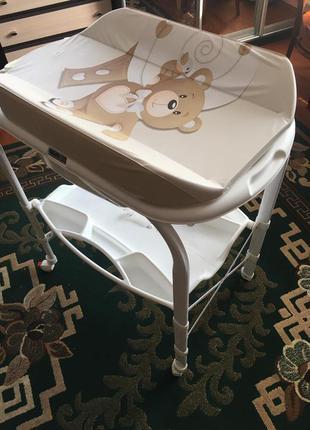 Пеленальний столик