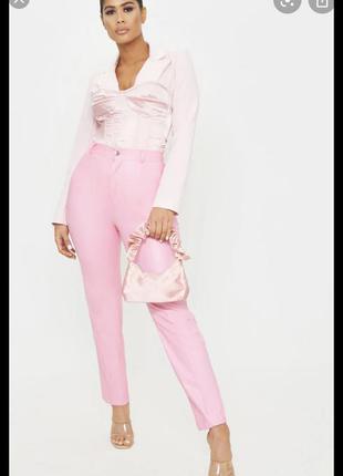 Розовые кожаные брюки скинни