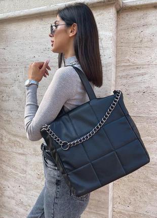 Объёмная стеганная сумка-тоут с короткими ручками1 фото