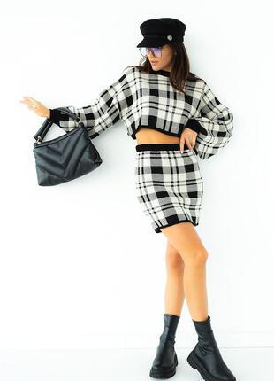 Вязаный костюм юбка и джемпер в клетку8 фото