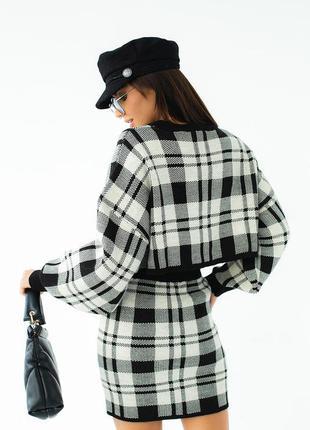 Вязаный костюм юбка и джемпер в клетку4 фото