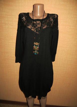 Красивое женское черное платье с гипюровыми вставками