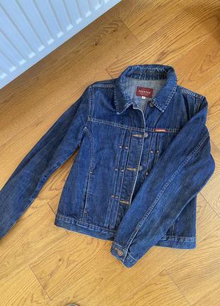 Джинсова куртка s