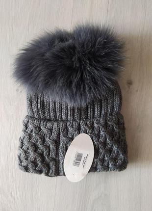 Качественная шапка на флисе с натуральным бубоном3 фото