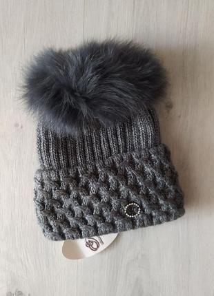 Качественная шапка на флисе с натуральным бубоном