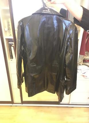 Новая лакированная женская курточка