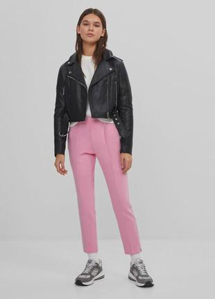 Рожеві брюки чіноси bershka