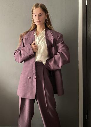 Брючный базовый костюм «с мужского плеча» высокая посадка сливовый цвет4 фото