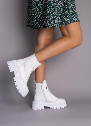 Ботинки женские демисезонные кожаные белые на шнурках и с замком3 фото