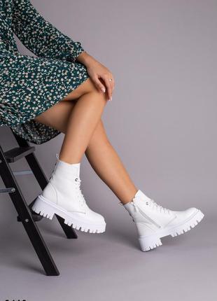 Ботинки женские демисезонные кожаные белые на шнурках и с замком4 фото