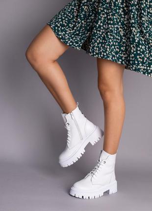 Ботинки женские демисезонные кожаные белые на шнурках и с замком5 фото