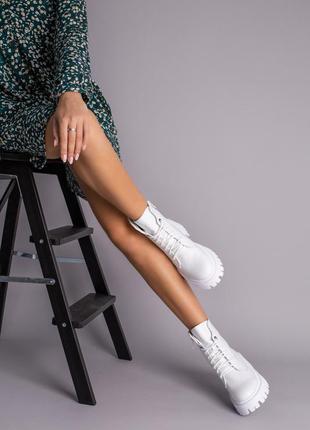 Ботинки женские демисезонные кожаные белые на шнурках и с замком2 фото