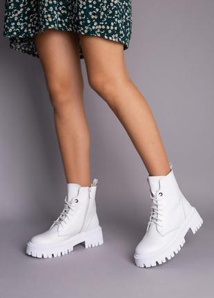 Ботинки женские демисезонные кожаные белые на шнурках и с замком1 фото