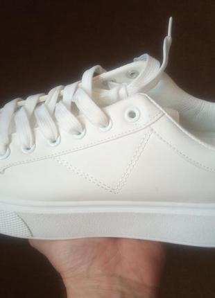Кроссовки кожаные белые демисезонные  37 - 24см.