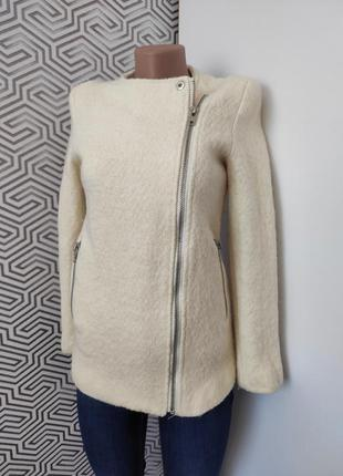 Пальто теплое молочного цвета шерстяное с карманами косуха forever 21