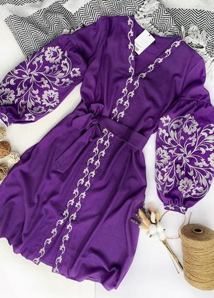Платье-вышиванка с цветами гладью расклешенное