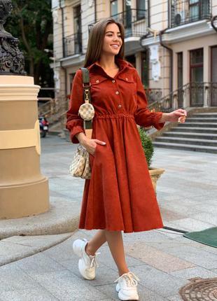 Вельветовое миди платье карамель