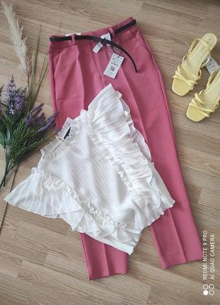 Костюм комплект новее зауженные брюки с поясом и блуза с воланами 🔥