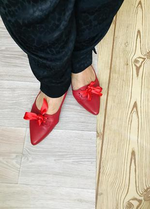 Красные туфли с бантом кожа