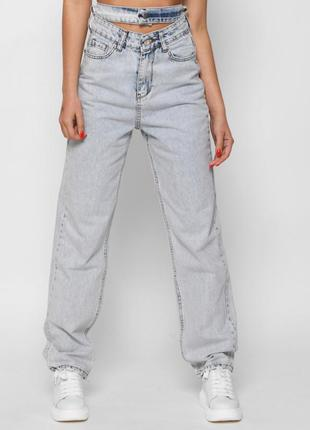 Стильные джинсы с декоративным поясом на талии