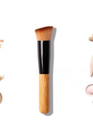 Кисть для макияжа и нанесения тональных средств