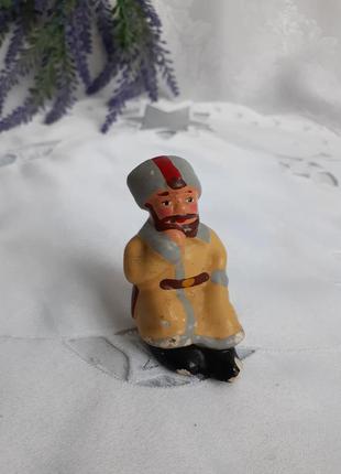 Солдат в папахе курильщик гипсовая фигурка ссср советская статуэтка гипс холодная эмаль ростов