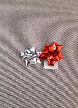 Набор 2 бантика доя подарков на самоклейке диаметр 4см