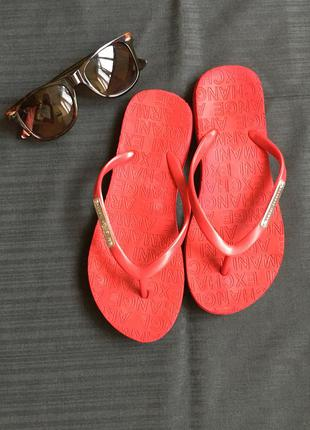 Вьетнамки женские тапки летние красные от бренда armani exchange жіночі в'єтнамки