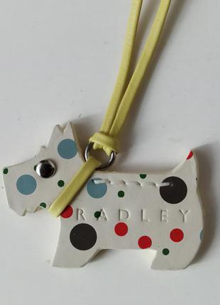 Фмрменный брелок собачка scotti для сумки radley