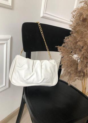 Белая сумка багет