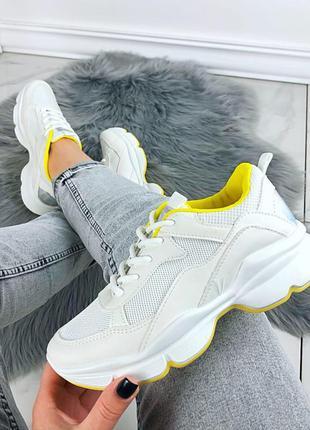 Демисезонные кроссовки с текстильными вставками на резиновой подошве. распродажа