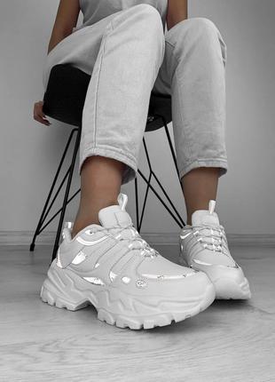 Кроссовки с рефлективными вставкам