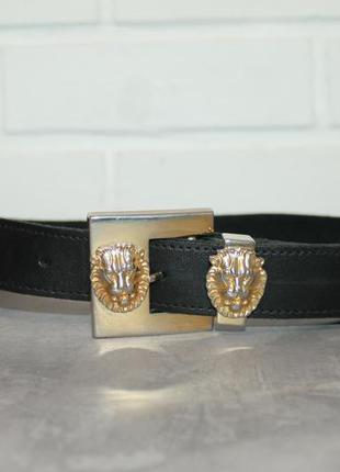 Кожаный ремень с металлическими накладками в виде головы льва