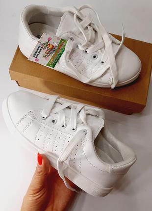 Белоснежные стильные кроссовки / кеды / мокасины.