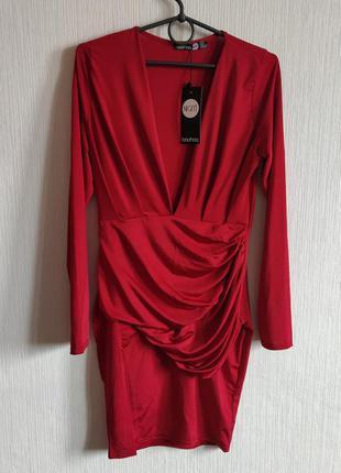 Шикарное облегающее платье с разрезом