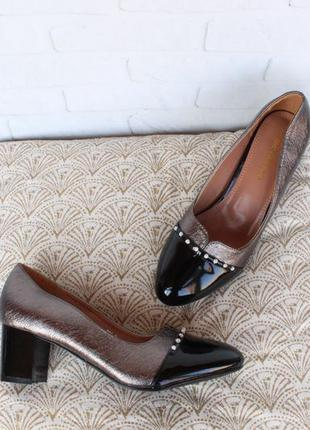Шикарные туфли 38, 39 размера на удобном каблуке