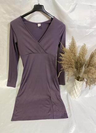Трикотажное платье с распоркой с имитацией запах новое размер м