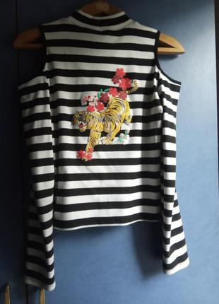 Трендовый полосатый кроп топ с принтом тигр и цветы kylie, tokyo, голые плечи