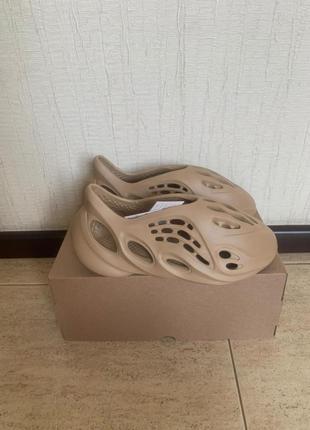 Adidas yeezy foam runner ochre gw3354 тапочки оригинал
