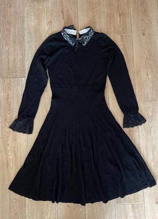Платье в рубчик с воротником
