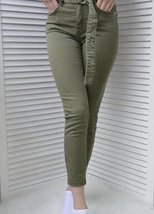 Крутые джинсы цвета хаки bershka