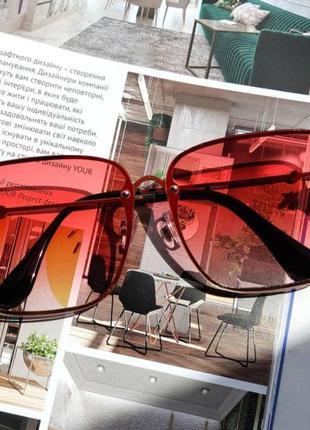 Яркие, крупные очки