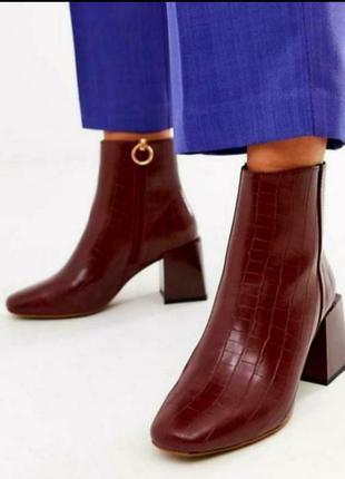 Очень стильные с широким каблуком ботиночки 42-43 размера